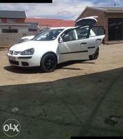 I am selling my golf 5 2.0 trendline. I'm in Dundee Kzn