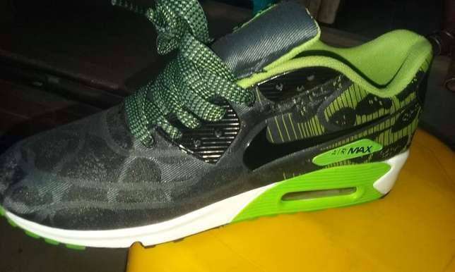Nike Air Max Sneakers (Green & Black Design) Lagos Mainland - image 5