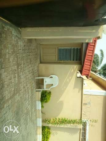6 bedroom detached duplex with 2 bedroom and a room & parlour Ibadan North - image 4