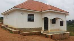 Gayaza town house on sale. 3 bedrooms at 80m . Money needed URGENTLY