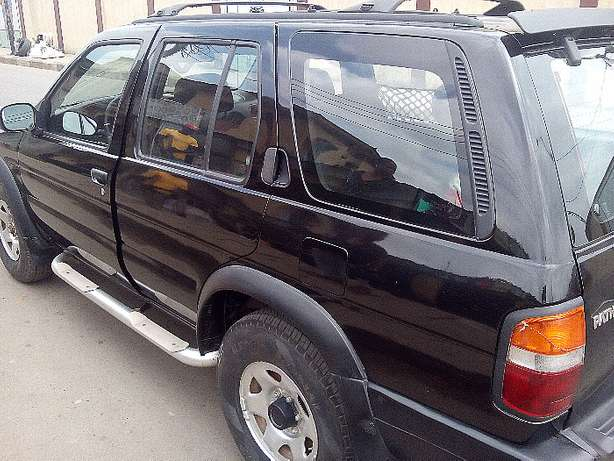 Nissan Pathfinder - 2000 model - registered Yaba - image 6