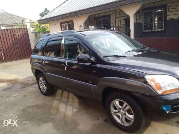 Clean Nigerian used Kia Spotage ,2006 Model Port Harcourt - image 2