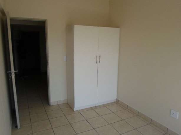 1 / 2 besroom appartment florida Roodepoort - image 7