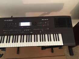 600 Rd piano with stand