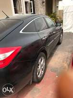 Honda Crosstour. Black and very clean