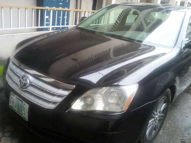 few months used 2005,toyota avalon buy n driv nothing t fix Ikeja - image 2