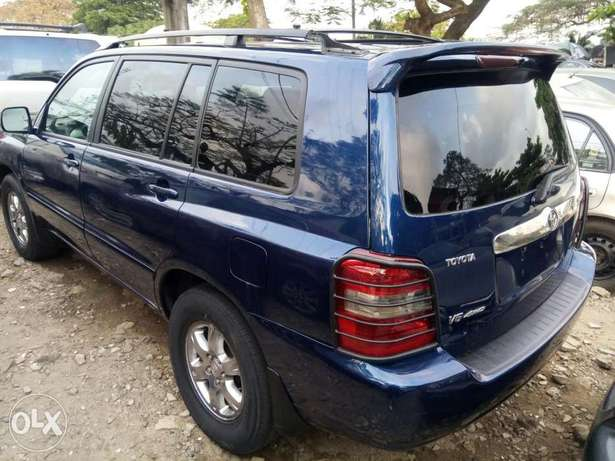 Fairly Used 2005 Toyota Highlander Leather For N1.9M Festac Town - image 8