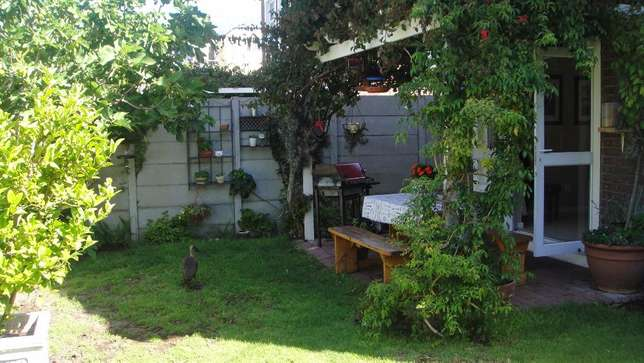 Three bedroom double garage townhouse to rent Sunvalley - image 3
