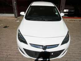 2014 Opel Astra 1.4 Essential, Color White, Prince R160,000.