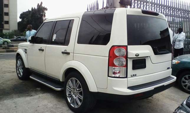 2011 Landrover LR4 Up For Grabs!!! Lagos Mainland - image 3