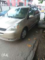 Neat and perfectly working Toyota sienna 2005 for sale