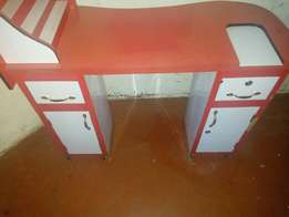 It's a manicure table used in saloons