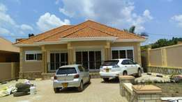 3bedrooms 2bathrooms 2quarters in Kisaasi-kyanja at 340m on 70*100fts