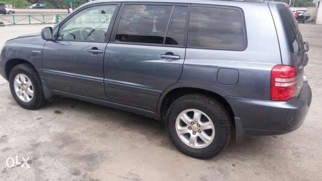 A very clean & neat, Toyota Highlander limited edition, 2001 model Effurun - image 8