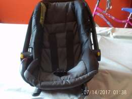 Car seat and Baby carrier for sale R350 and R800 negotiable!
