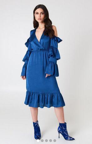 34ae9c48 Chabrowa sukienka z atlasu z odkrytymi ramionami, falbanami, 38 ...