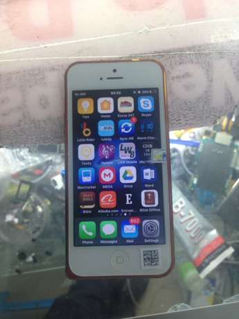 iPhone 5 , 32gb , clean as new with all accessories . Nairobi CBD - image 7
