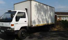 2000 Toyota Dyana 4 ton 7-145 Immaculate condition with closed Body