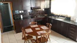BELLVILLE/BRACKENFELL student accommodation 3 bedrooms fully furnished