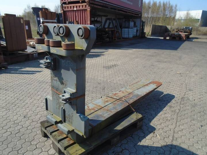 FORK Fitted with Rolls, Kissing 28.000kg@1200mm // - image 2