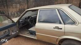 Rugged Audi 80 with sound engine for urgent sale.