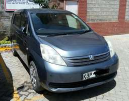 Toyota isis 7seater 2004 very clean original paint 1,800cc