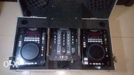 American Audio Radius 1000 CD turntables, AA central mixer and case