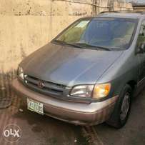 strong 1999 toyota seinna for grabs