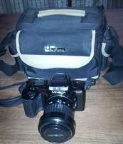 THE MINOLTA 5000i Dynax Camera with lens build in flash and carry bag
