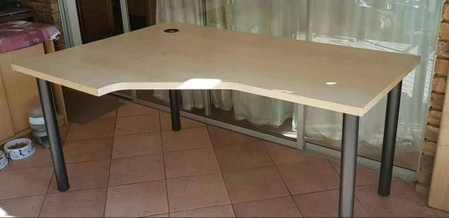 L-Shape desk East Rand - image 1