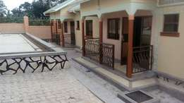 2bedrooms 1toilet semidetached house for rent in Makerere sir Apollo