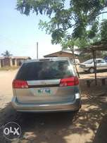 Tokunbo Toyota Sienna 05 is here for sale