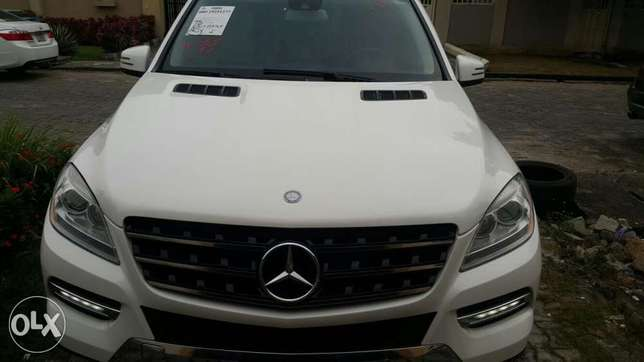 Super clean 2014 Mercedes Benz ML 350 Lekki Phase 1 - image 6