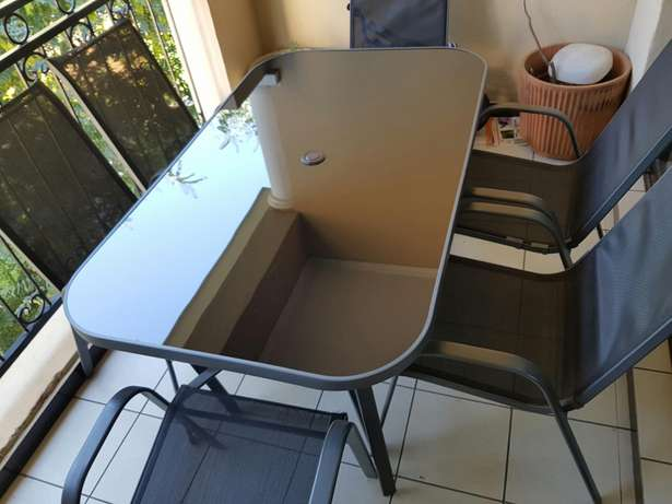 6 chairs and table for patio Noordwyk - image 1