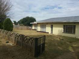4 bedrooms house with 2 bathrooms at Jameson park Heidleburg selling