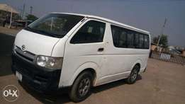 Clean Hummer Bus firstbody