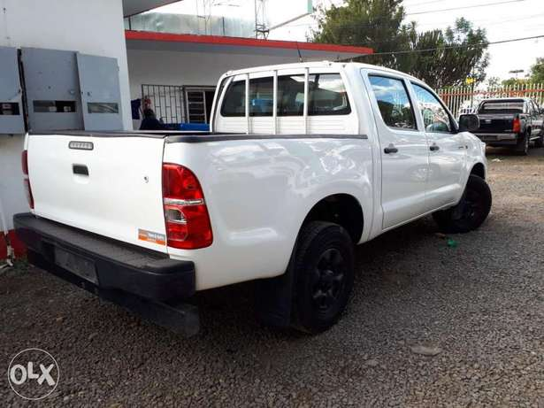 Toyota Hilux Double Cab, Year 2011, white, Engine 2500cc Diesel, Manua Hurlingham - image 3