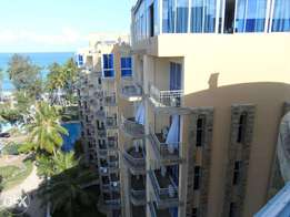 3 bedroom penthouse beachside apartment with pool for long term let