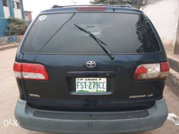 ADORABLE MOTORS: A crispy clean & sound 2002 Toyota Sienna for sale Lagos Mainland - image 6