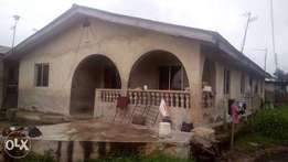 House with 4 mini flats for sale