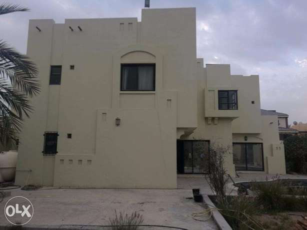 Spacious 2 and half storey villa for sale at prime location of Saraya