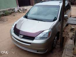 Foreign Used Toyota Sienna 2004