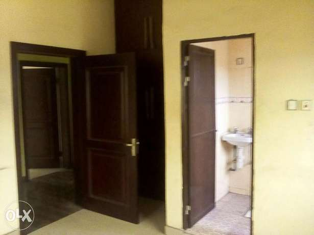 TO LET 2Bedroom Flat Port Harcourt - image 2