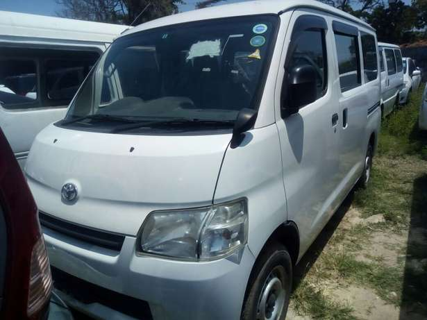 Toyota Town ace New shape pearl white Mombasa Island - image 2