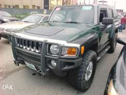 A clean Hummer H3 auto drive leather interior