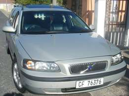 2001 Volvo V70 T5 Automatic with Sinroof. PS, AC, EW, Immaculate cond.