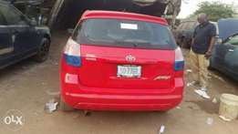 Neatly used Toyota matrix 2005 model top working condition
