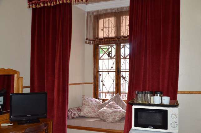 Fully furnished room with own bathroom Rustenburg - image 8