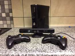 Xbox 360, Kinect, 2 controls, 6 games and 3 months xbox gold