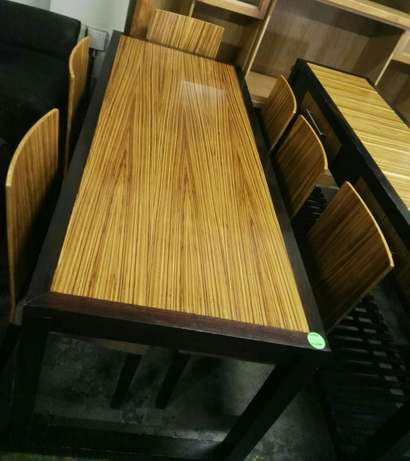 Dinningroomtable with 6 chairs Rustenburg - image 1